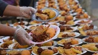 سلوكيات خاطئة يجب تجنبها عند الإفطار في رمضان