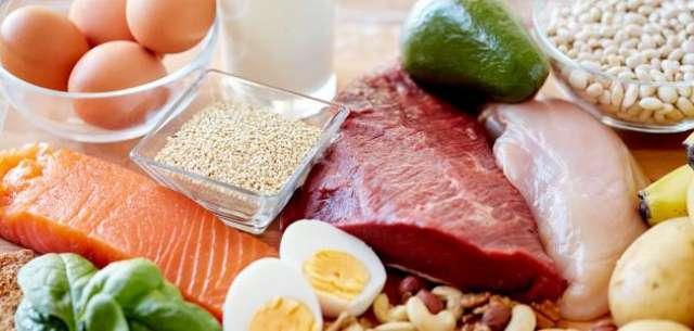sveža hrana jaja meso losos avokado