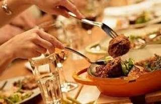 شاهد.. مطعم بدبي يفرض غرامة على الزبائن لإهدار الطعام