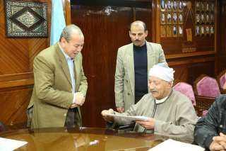 بالفيديو والصور..محافظ كفر الشيخ يسلم 5 عقود تقنين أراضي أملاك الدولة