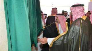 شاهد.. أمير سعودي يعتذر لطالب أمام الجميع بالرياض