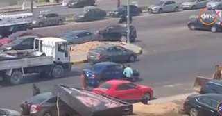 شاهد .. جهاز القاهرة الجديدة يتسبب في تحطيم سيارة أحد المواطنين