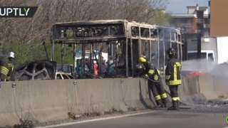 بالفيديو .. سائق يشعل النار داخل حافلة تقل 51 طفلًا بإيطاليا