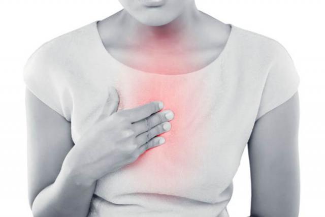 تعرف على اسباب الم في وسط القفص الصدري المرأة والصحة الصباح العربي