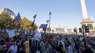"""بالفيديو.. مئات آلاف البريطانيين يطالبون وسط لندن باستفتاء جديد حول """"بريكست"""""""