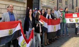 شاهد.. المصريون بالخارج يصوتون في اليوم الأخير للاستفتاء