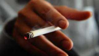 دراسة: المدخنون المصابون بجلطة يواجهون خطرا وشيكا