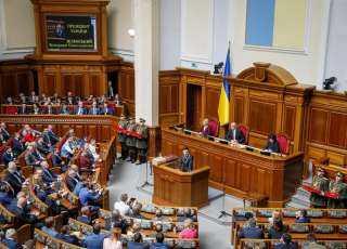 الرئيس الأوكراني الجديد زيلينسكي يعلن حل البرلمان