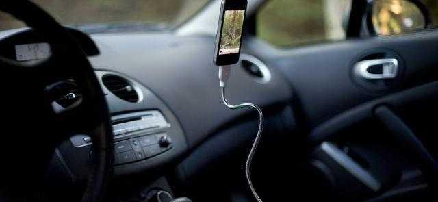 شحن الهاتف في السيارة يسبب كارثة