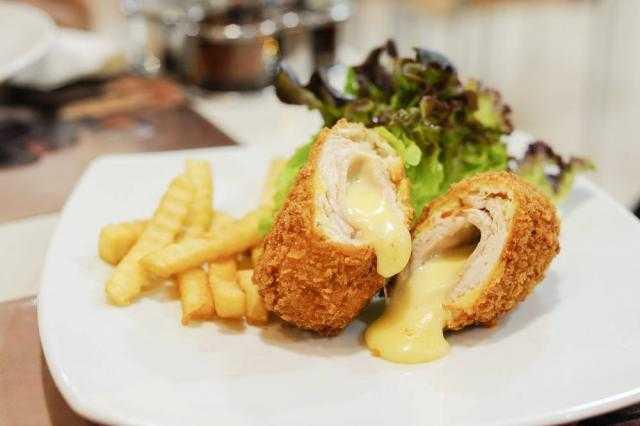 رول الدجاج بالجبن و المشروم