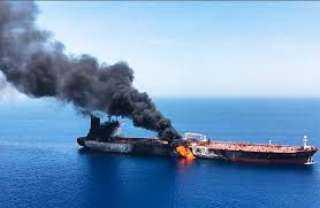 البحرية الأمريكية تتهم إيران بـ استهداف ناقلتي النفط في خليج عمان