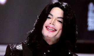 """مايكل جاكسونفي ذكرى وفاته العاشرة.. رجال شرطة يكشفون عن """"حالة غريبة"""" لجثة مايكل جاكسون عندما عثروا عليها"""