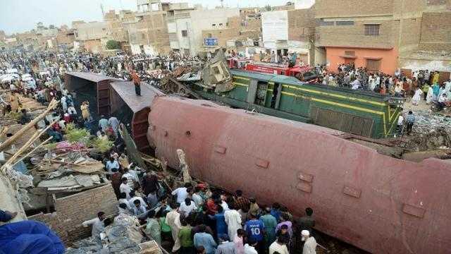 قتلى جرحى في اصطدام قطارين بباكستان