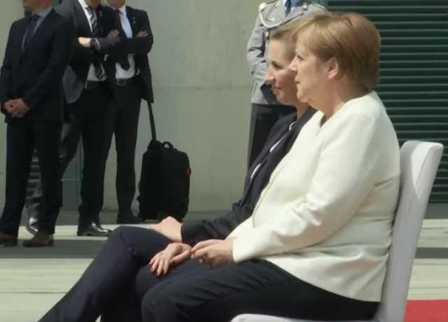 بالفيديو.. بعد تكرر نوبات الارتجاف.. ميركل تجلس عند استقبالها رئيسة الوزراء الدنماركية