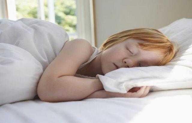 الأطفال يستنشقون مواد كيميائية مرتبطة بالسرطان من فراش النوم