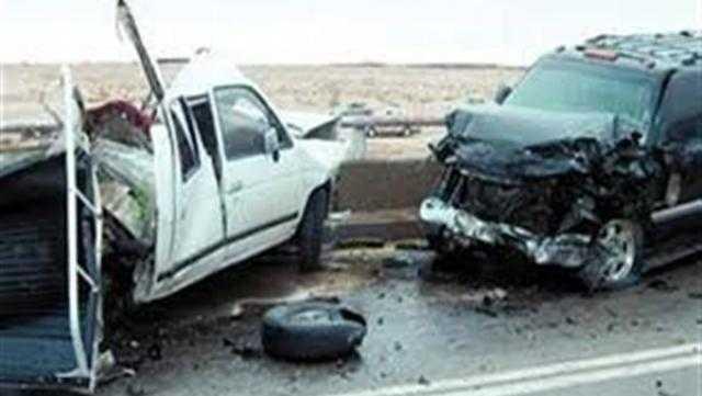 مصرع شخص وإصابة 11 آخرين في تصادم سيارتين بأبورديس