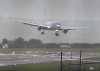 هبوط اضطراري لطائرة هندية بسبب نفاذ الوقود