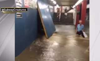 بالفيديو.. المياه تغمر شوارع ومترو نيويورك