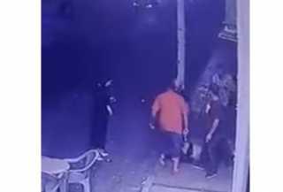 بالفيديو... مشاجرة عند مدخل ناد ليلي تنتهي بإطلاق نار بدم بارد