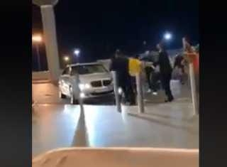 بالفيديو..عراك حامي الوطيس في مطار الملكة علياء بالاردن