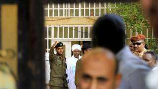 انعقاد أولى جلسات محاكمة البشير وسط إجراءات أمنية مشددة