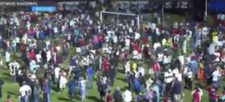 """بالفيديو.. مصرع 4 مشجعين وإصابة 7 بأعمال شغب في """"ديربي"""" هندوراس"""