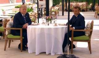 بالفيديو.. غداء عمل يجمع الرئيس الأمريكي بنظيره الفرنسي