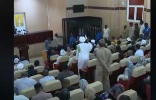 شاهد.. أول فيديو من داخل محاكمة الرئيس السوداني السابق عمر البشير