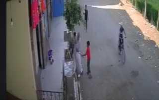 بالفيديو.. ضبط عامل اعتدى على طفل بطريقة وحشية فى الشرقية