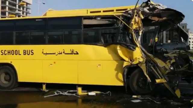 بالفيديو.. إصابة 15 طالبا بحادث اصطدام حافلة مدرسية بصهريج في دبي