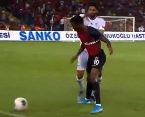 بالفيديو.. النني يبدأ مشاركته مع فريقه الجديد ببطاقة حمراء
