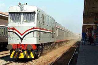 وفد من النقل يقوم بجولة تفقدية لمتابعة تحديث إشارات السكة الجديد