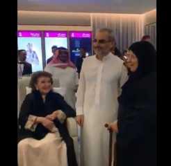 بالفيديو.. ظهور نادر لوالدة الوليد بن طلال اللبنانية الأصل منى الصلح