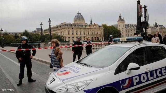 هجوم بسكين على مقر شرطة باريس.. وسقوط قتلى
