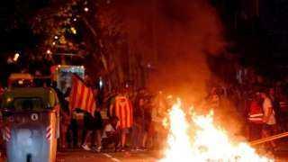 بالفيديو.. اندلاع أعمال الشغب فى أسبانيا والمتظاهرون يشعلون النيران فى شوارع إقليم كتالونيا