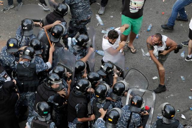 نتيجة بحث الصور عن الجيش اللبناني يؤكد تضامنه مع مطالب المتظاهرين