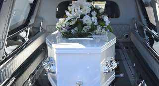 رجل يفاجئ مشيعيه بعودته للحياة خلال دفنه