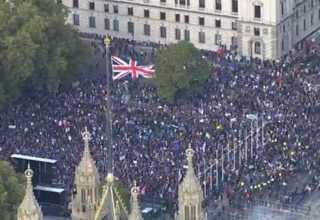 """بالفيديو..تظاهرات حاشدة في لندن تطالب بإجراء استفتاء ثان على """"بريكست"""""""