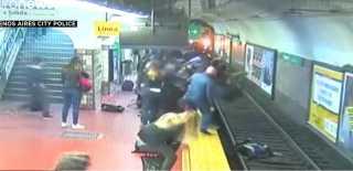 بالفيديو.. العناية الإلهية تنقذ سيدة كاد أن يدهسها قطار