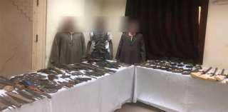 بالفيديو والصور.. لحظة مداهمة قوات الأمن لأوكار تجار الأسلحة بجبال أسيوط