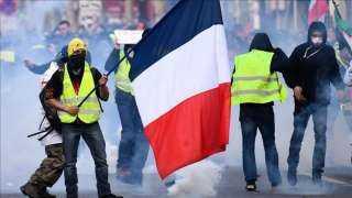 بث مباشر.. مواجهات بين الشرطة والسترات الصفراء بباريس