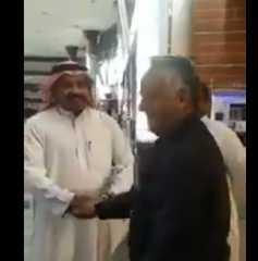 بالفيديو.. سعوديون يفاجئون مدرسا مصريا