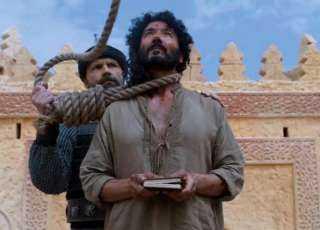شاهد لحظة إعدام طومان باى آخر سلاطين المماليك بمصر على يد الغزاة الاتراك(فيديو)