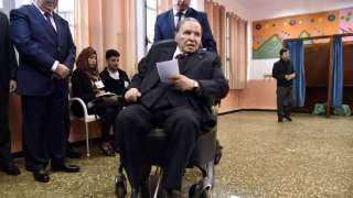 بالفيديو.. بوتفليقة يصوت بالوكالة في انتخابات الجزائر