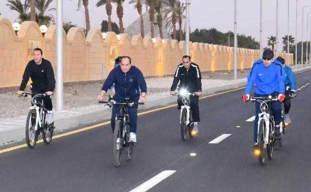 الرئيس السيسى فى جولة تفقدية بالدراجة فجر اليوم بمدينة شرم الشيخ