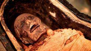 مومياء مصرية تتحدث بعد 3 آلاف عام على تحنيطها(فيديو)