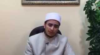 بالفيديو.. هل لبس السلسة حرام؟