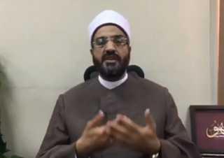 بالفيديو.. هل زيارة السيدات للمقابر حرام؟