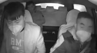 """بالفيديو.. خوفا من """"كورونا""""...سائق تاكسي صيني يطرد راكبا بسبب السعال"""