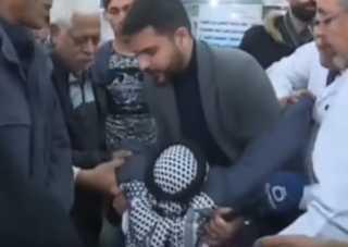 بالفيديو..  لفظ أنفاسه الأخيرة في مقابلة تلفزيونية